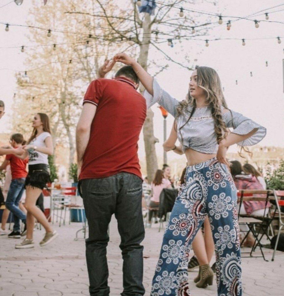 Linda Jefkaj sa kolegom na času plesa (Foto: Instagram)