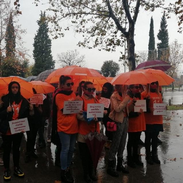 """Protest aktivistkinja Centra za romske inicijative i ženske RAE mreže """"Prva"""" (foto: Serđan Baftijari)"""