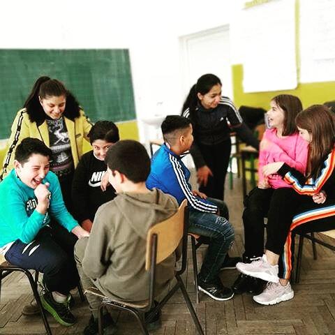 Jasmina Beriša u razgovoru sa učenicima iz svoje škole (Fotografija: Privatna arhiva)