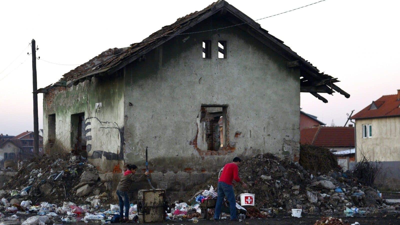 Romi u Podujevu, Kosovo, blizu srpske granice, 2015. (Foto: EPA / TAMAS KOVACS HUNGARI OUT)