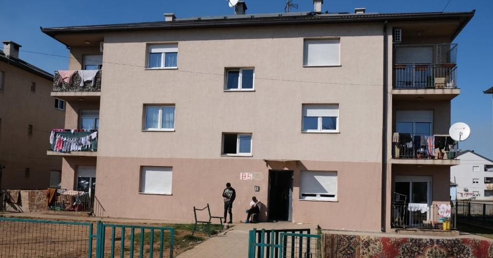 zgrada B5 u kojoj živi Nađije Mehmedi ( foto: RomaNet)
