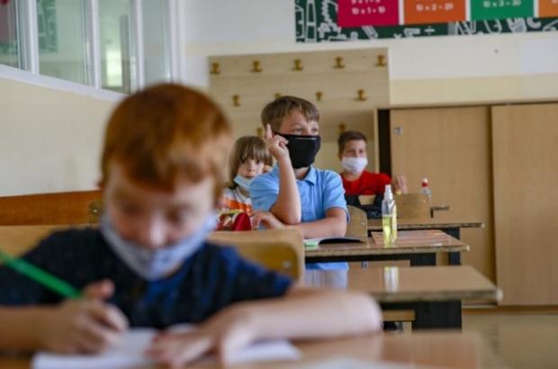 25933_pristina-osnovnaskola-nastava-djaci-deca-cas-maske-ilustracija14092020-3-_f-min