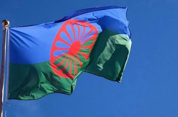 zastava-Romi-min